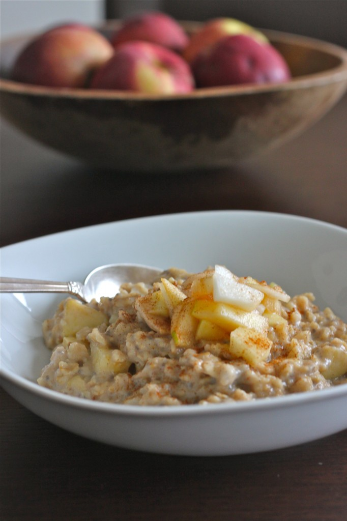 Apple Pie Oatmeal is everything you love about the classic dessert, but in breakfast form!