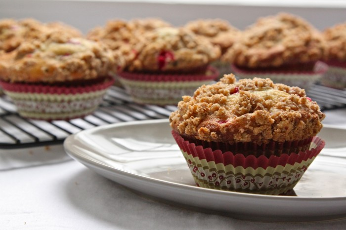 Fresh cranberries + brown sugar-pecan streusel make these banana muffins something really special! | TheCornerKitchenBlog.com #recipe #muffins