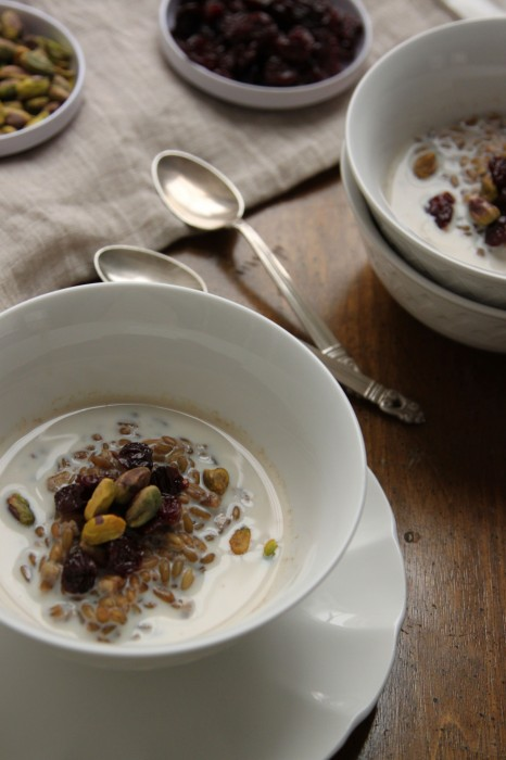 Since freekeh is filled with protein & fiber, this breakfast cereal is perfect for keeping you going all morning!    TheCornerKitchenBlog.com #freekeh #breakfast #healthy