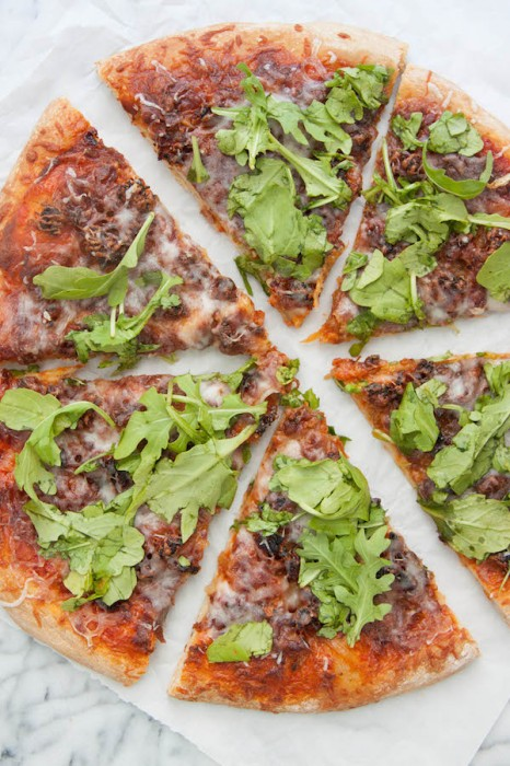 Caramelized Onion and Sausage Pizza with Arugula | TheCornerKitchenBlog.com #pizza